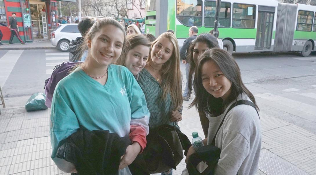 南米アルゼンチンを冒険する高校生ボランティアたち